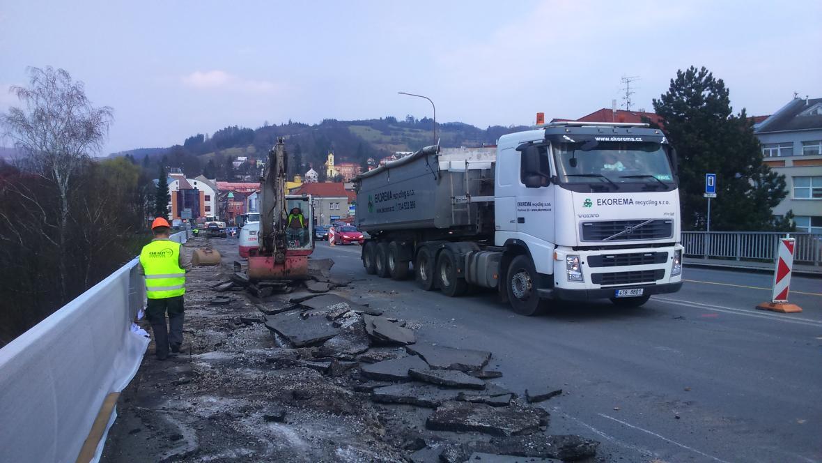 Začaly opravy mostu ve Vsetíně