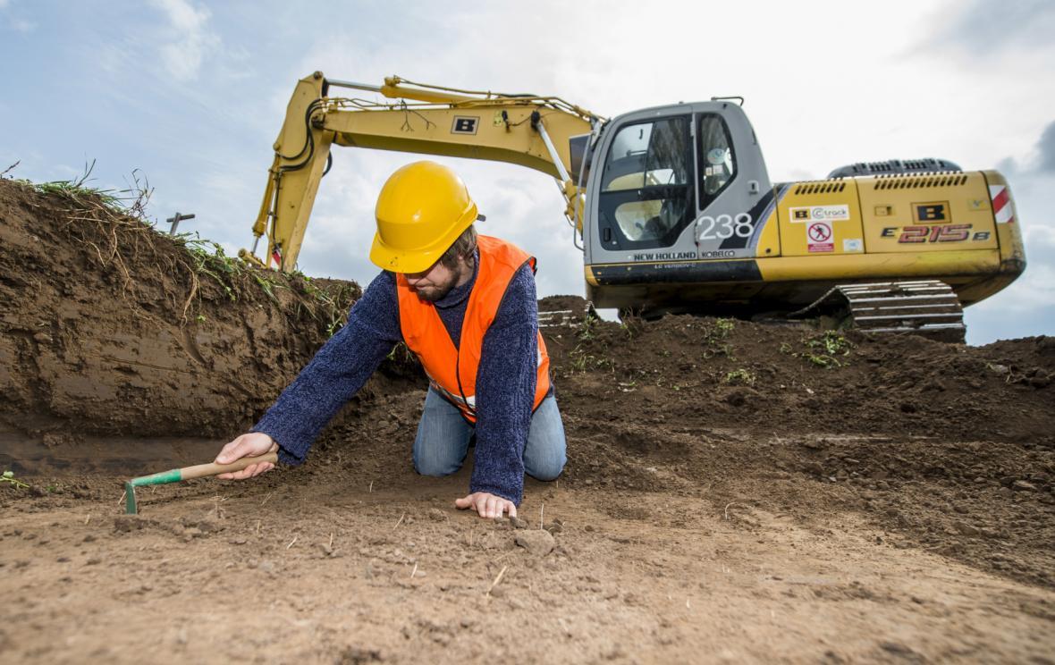 Archeologický průzkum v trase budoucí dálnice D11