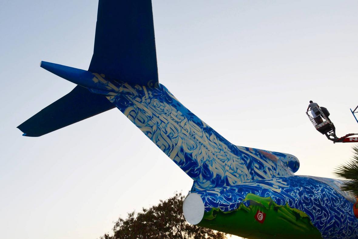 Inkmanova grafická tvorba na letadle