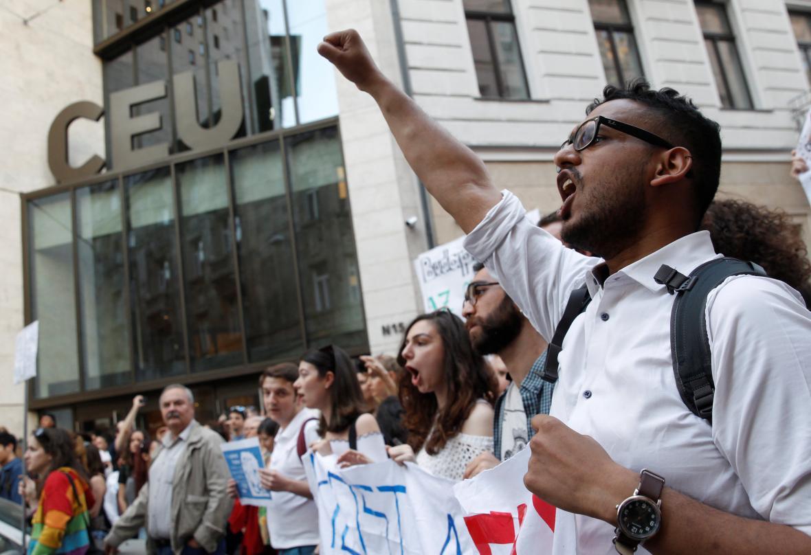 Demonstrace v Budapešti na podporu Středoevropské univerzity