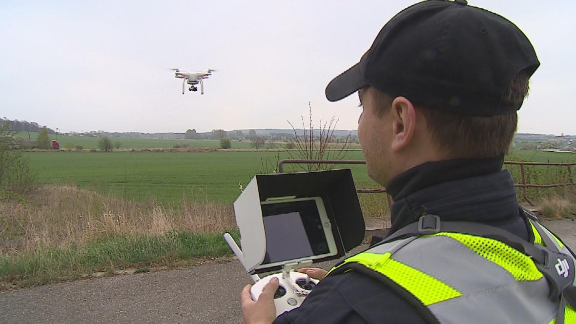 Policejní polit s dronem