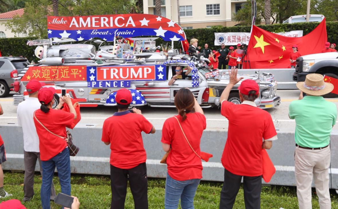 Na čínského prezidenta čekali příznivci i jeho odpůrci