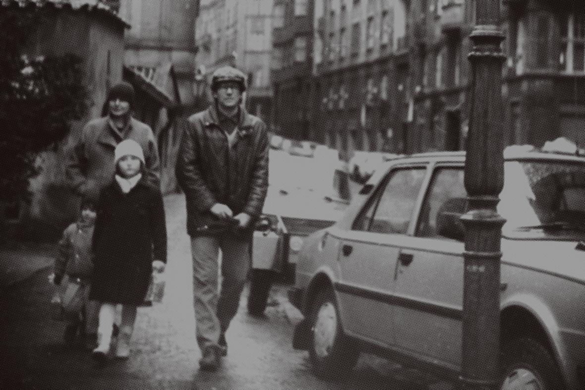 Z plakát k výstavě - židovská rodina sledovaná StB