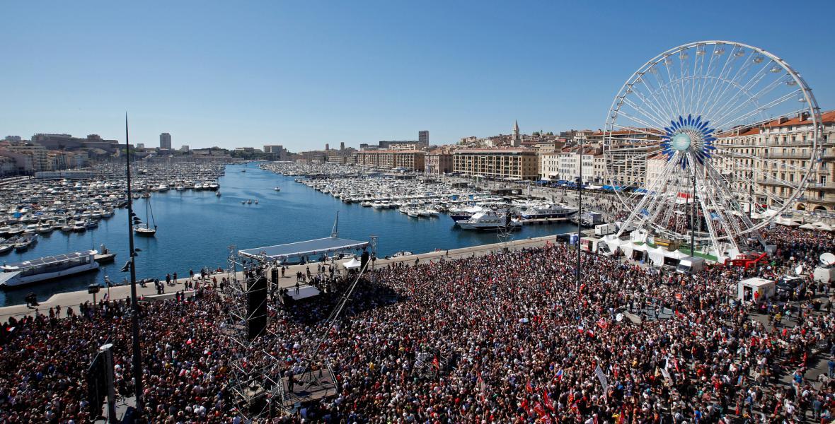 Mélenchonovi příznivci zaplnilii přístav v Marseille