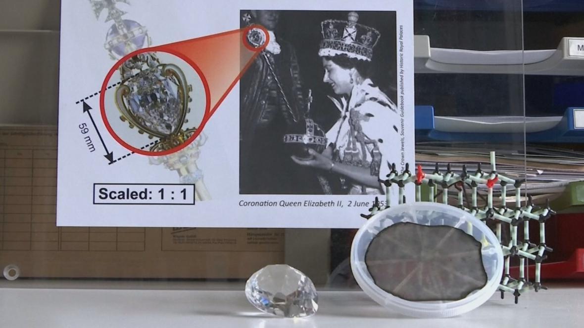Laboratorní diamant s vyobrazením slavné předlohy