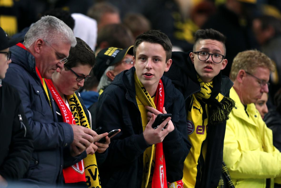 Fanoušci klubu Borussia Dortmund po zprávě o incidentu