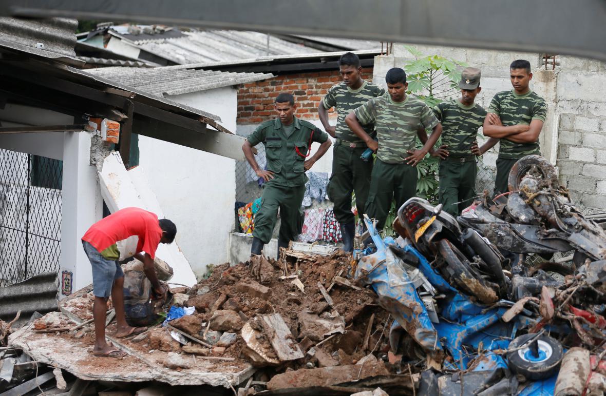 Odpadky zasypaly domy na Srí Lance