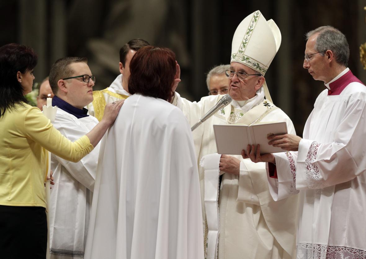 Papež křtí Češku Taťánu Čempelovou