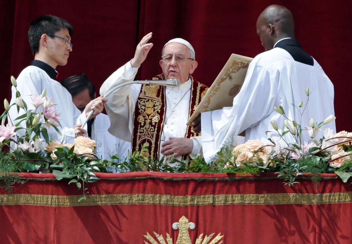 Papež František při požehnání Městu a Světu