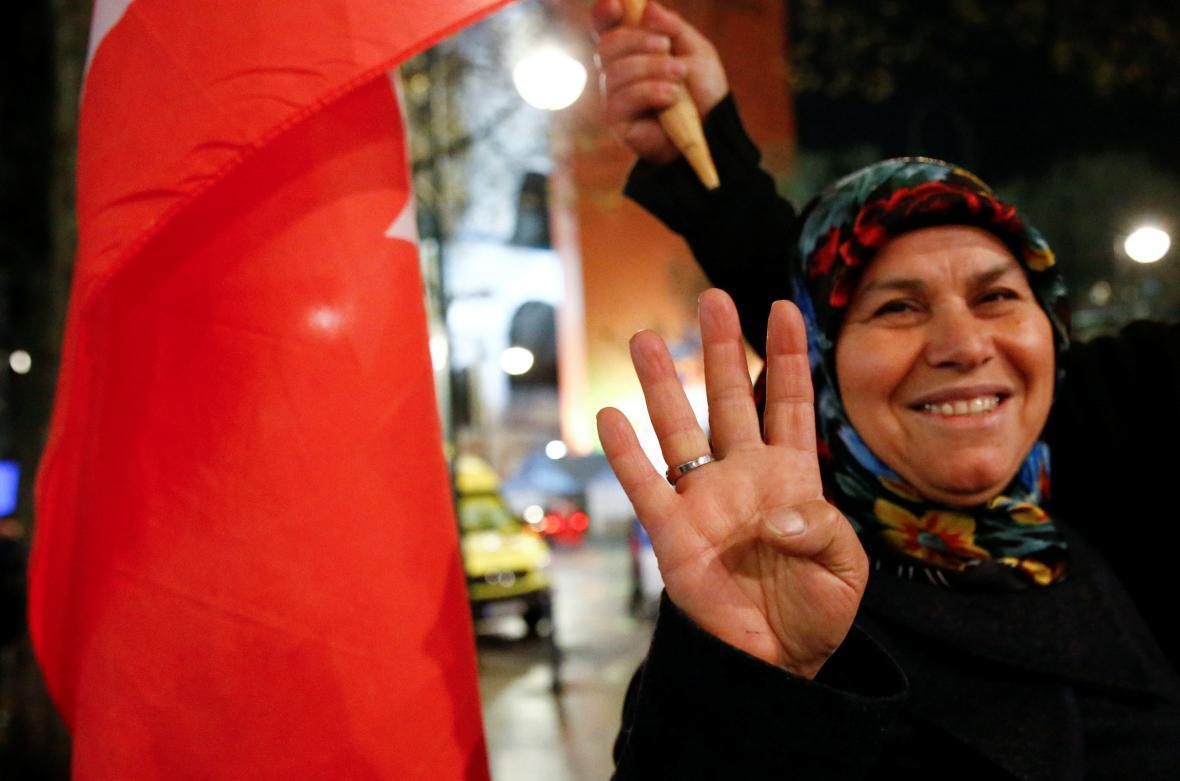 Oslavy výsledku tureckého referenda