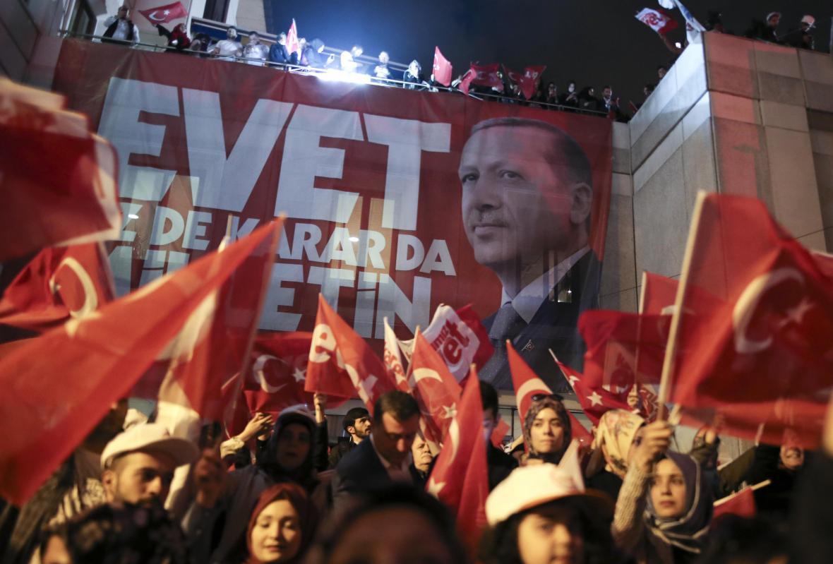 Istanbulské oslavy přechodu na prezidentský systém