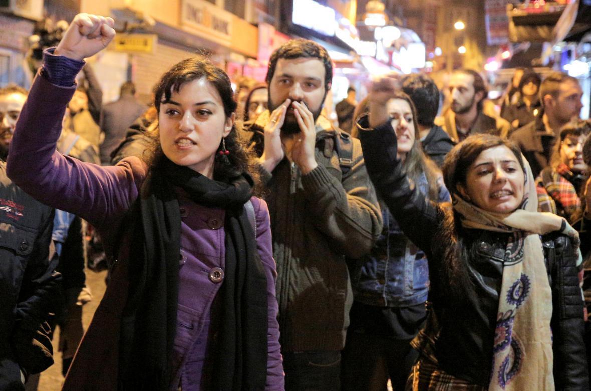 Obyvatelé Istanbulu protestují proti výsledku tureckého referenda
