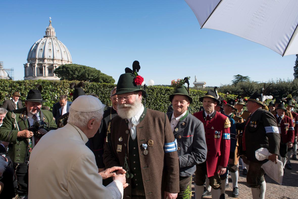 Emeritnímu papeži přijeli pogratulovat zástupci Bavorska