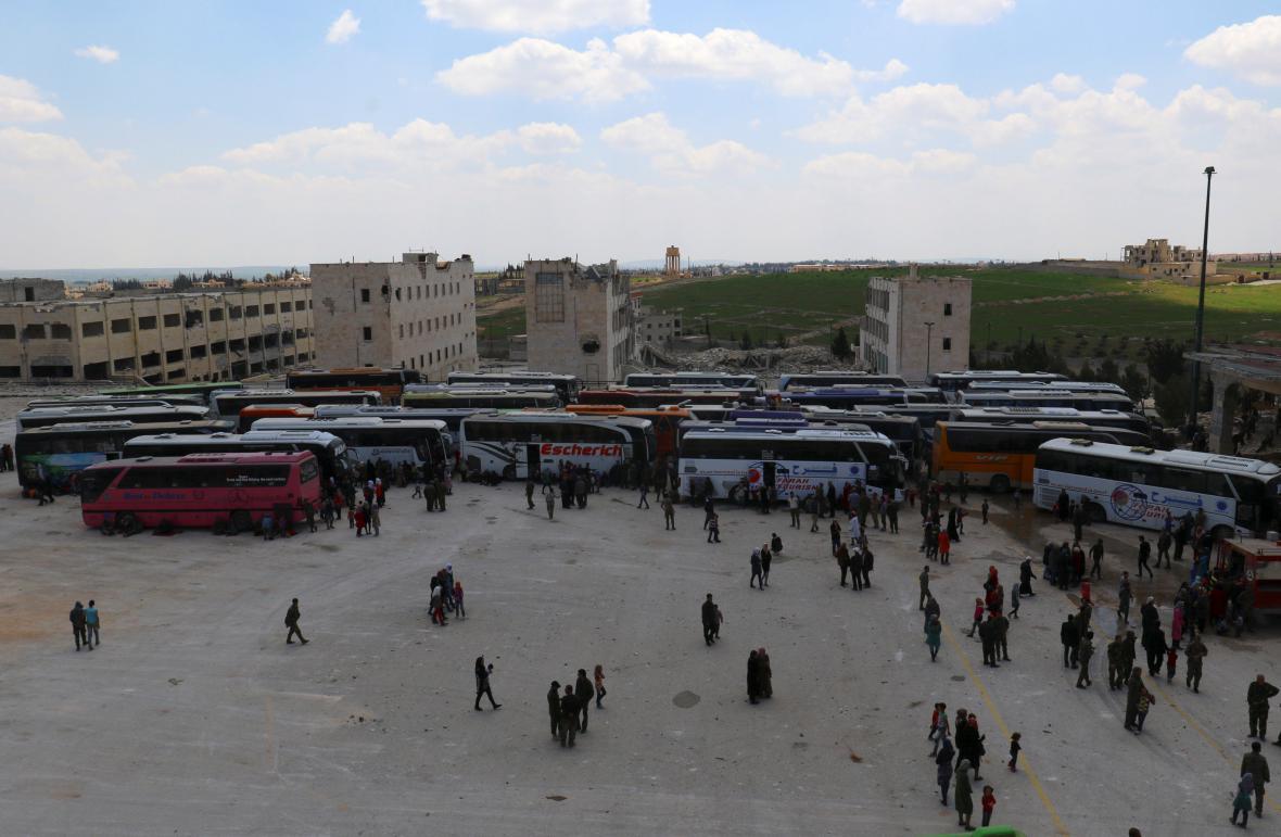 Evakuovaní Syřané z šíitských obcí