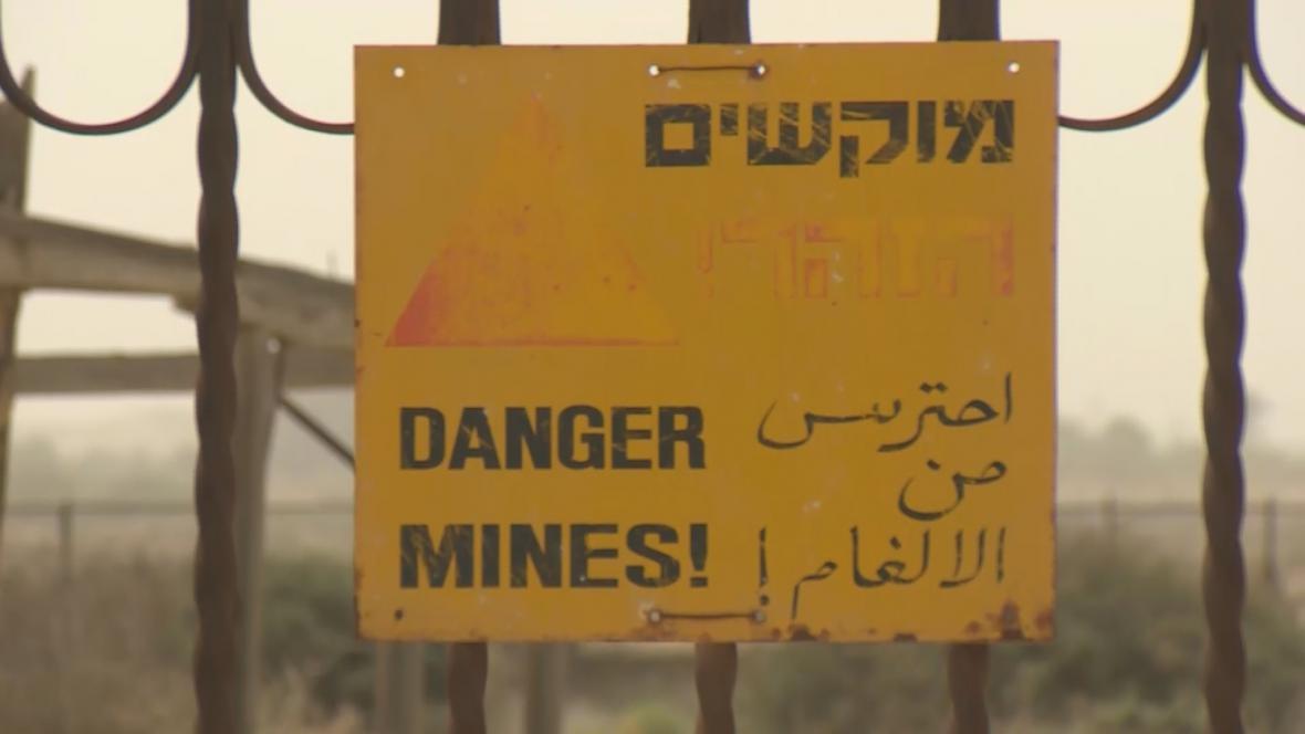 Nápis upozorňující na zaminované pásmo