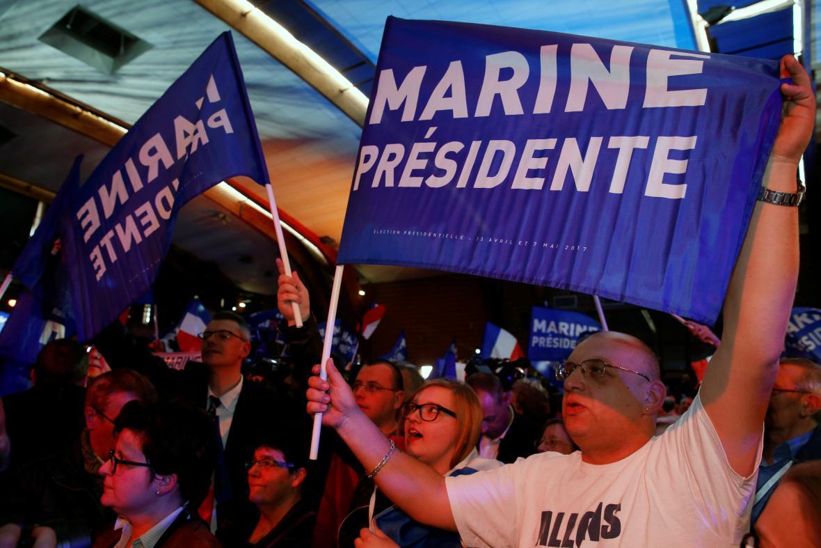 Příznivci Národní fronty Marine Le Penové