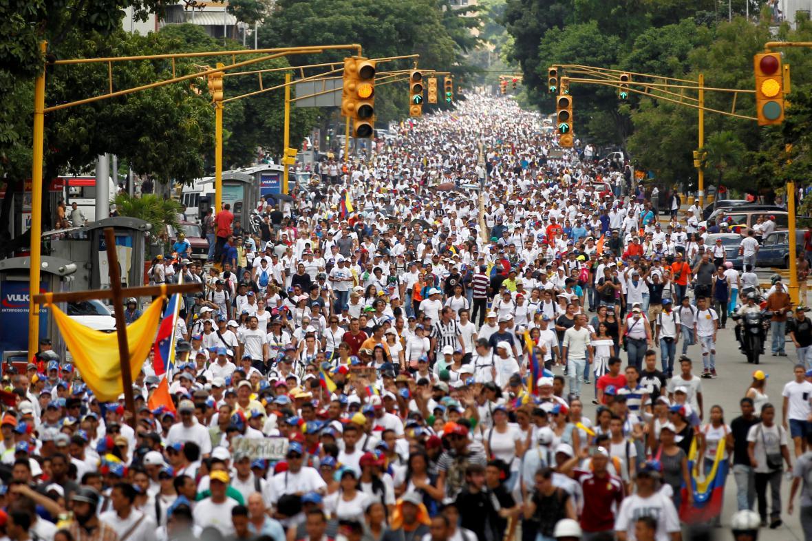 Mohutné opoziční protesty v Caracasu