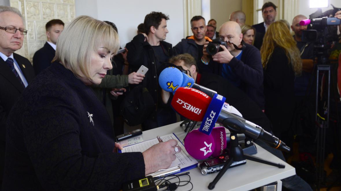 Ivana Zemanová jako první podepsala petici na podporu opětovné kandidatury svého manžela