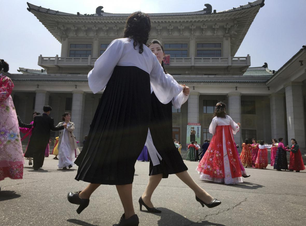 Uplynulo 85 let od založení severokorejské armády