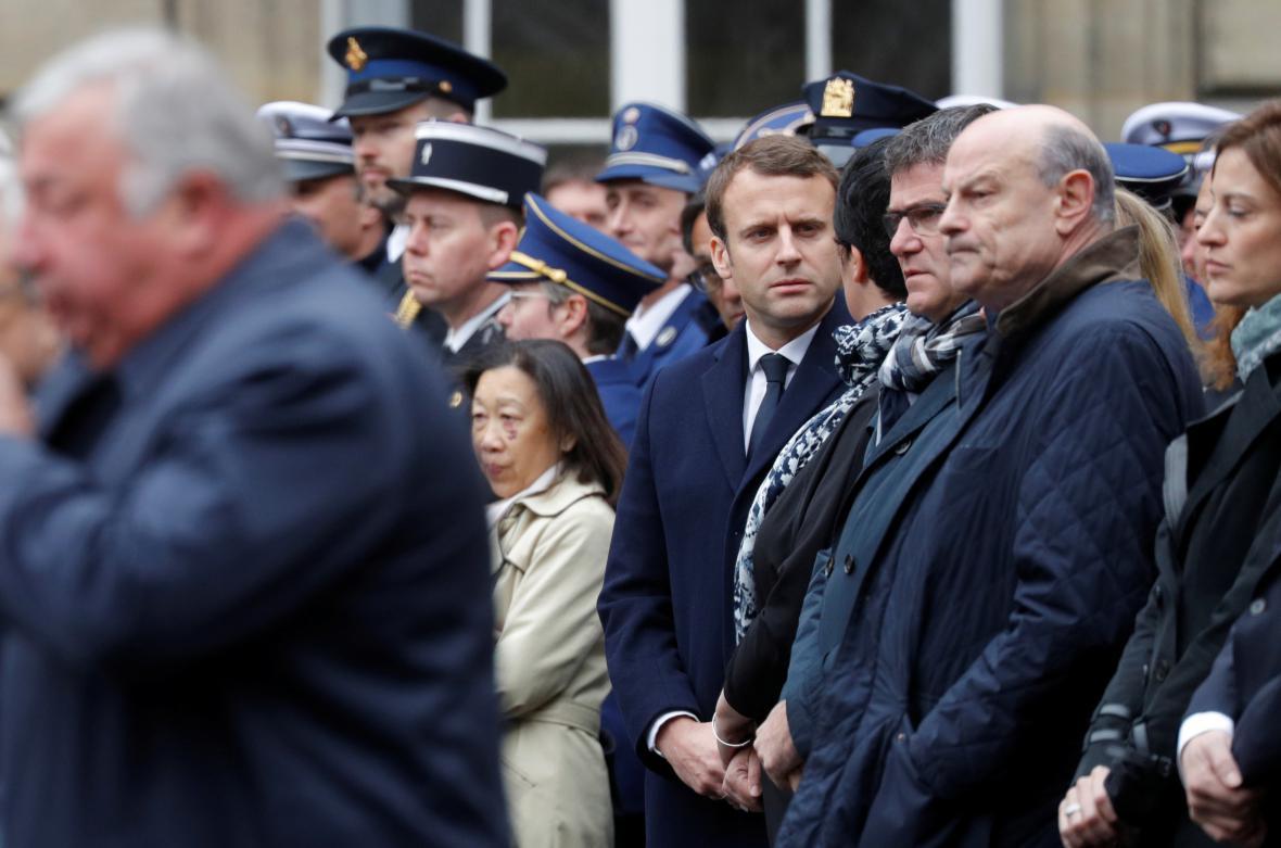 Emmanuel Macron na pietním shromáždění