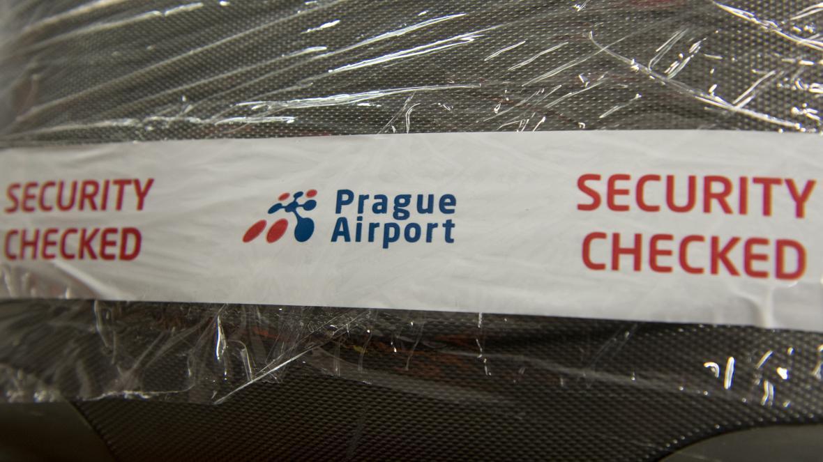 Informační páska na zavazadle, které prošlo ukázkou nového bezpečnostního opatření