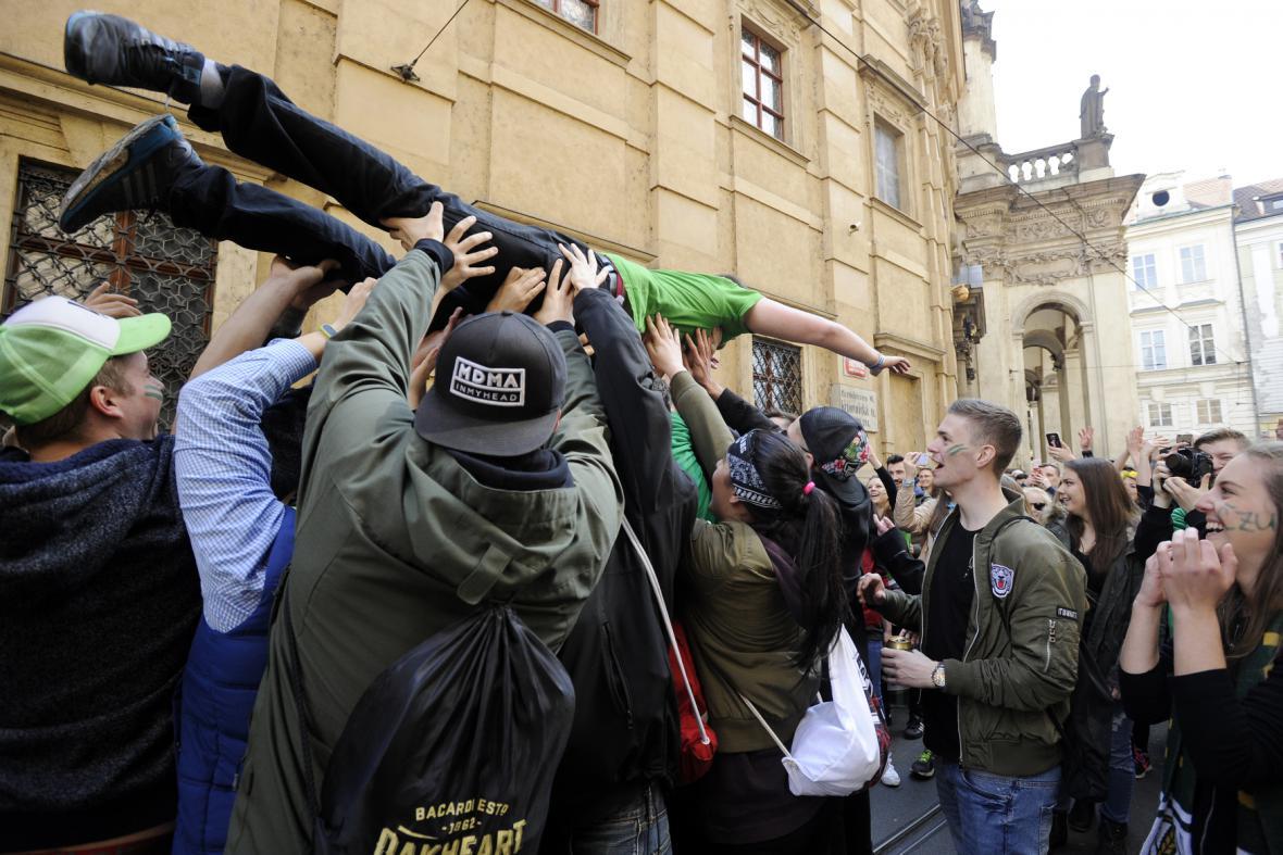 Studenti České zemědělské univerzity v Praze při Majálesu