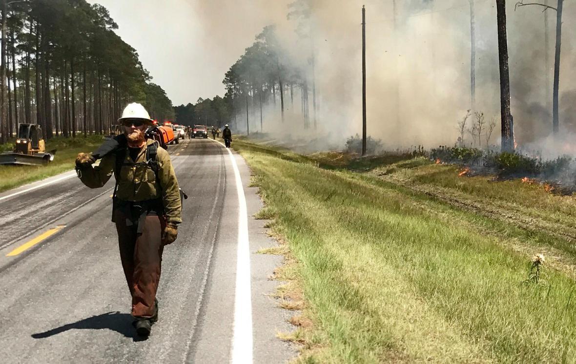 Hašení požáru v rezervaci Okefenokee
