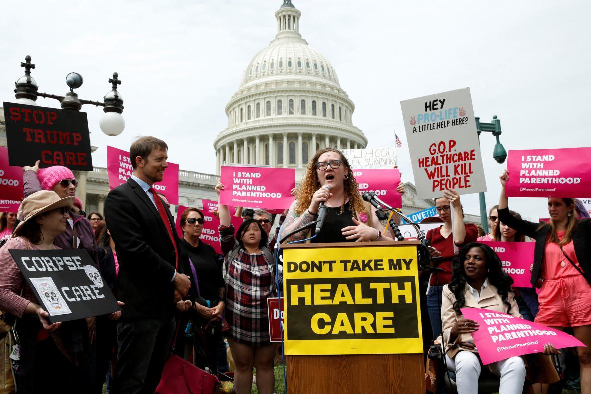 Před budovou Kongresu protestovali zastánci Obamovy reformy