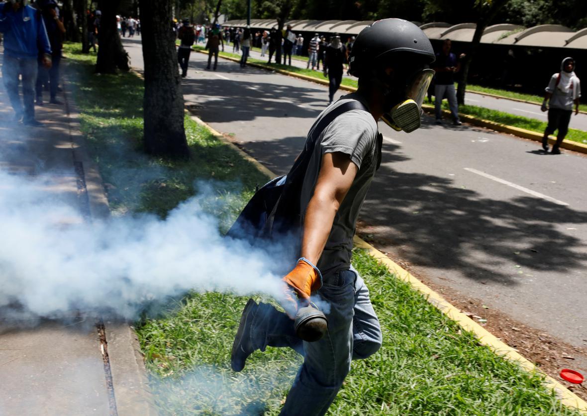 Stoupenci venezuelské opozice se střetli s policií