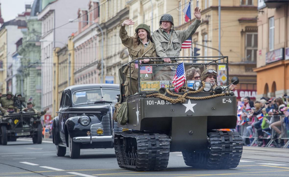 Plzeň slavila svobodu a městem se valila přehlídka Convoy of Liberty