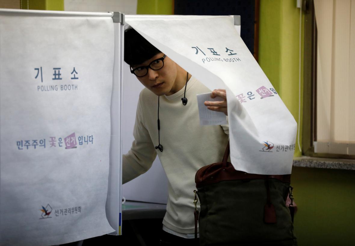 Volby v Jižní Koreji nově lákají hlavně mladé lidi