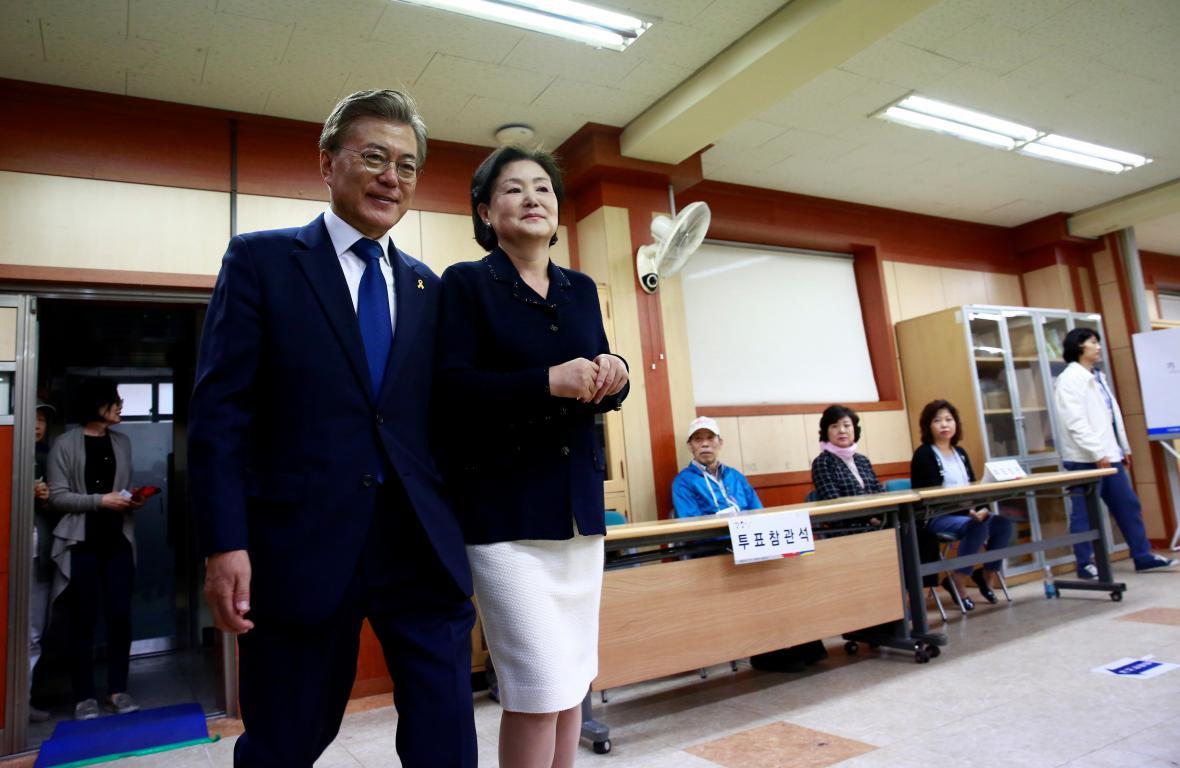 S manželkou krátce po odevzdání hlasu ve volbách