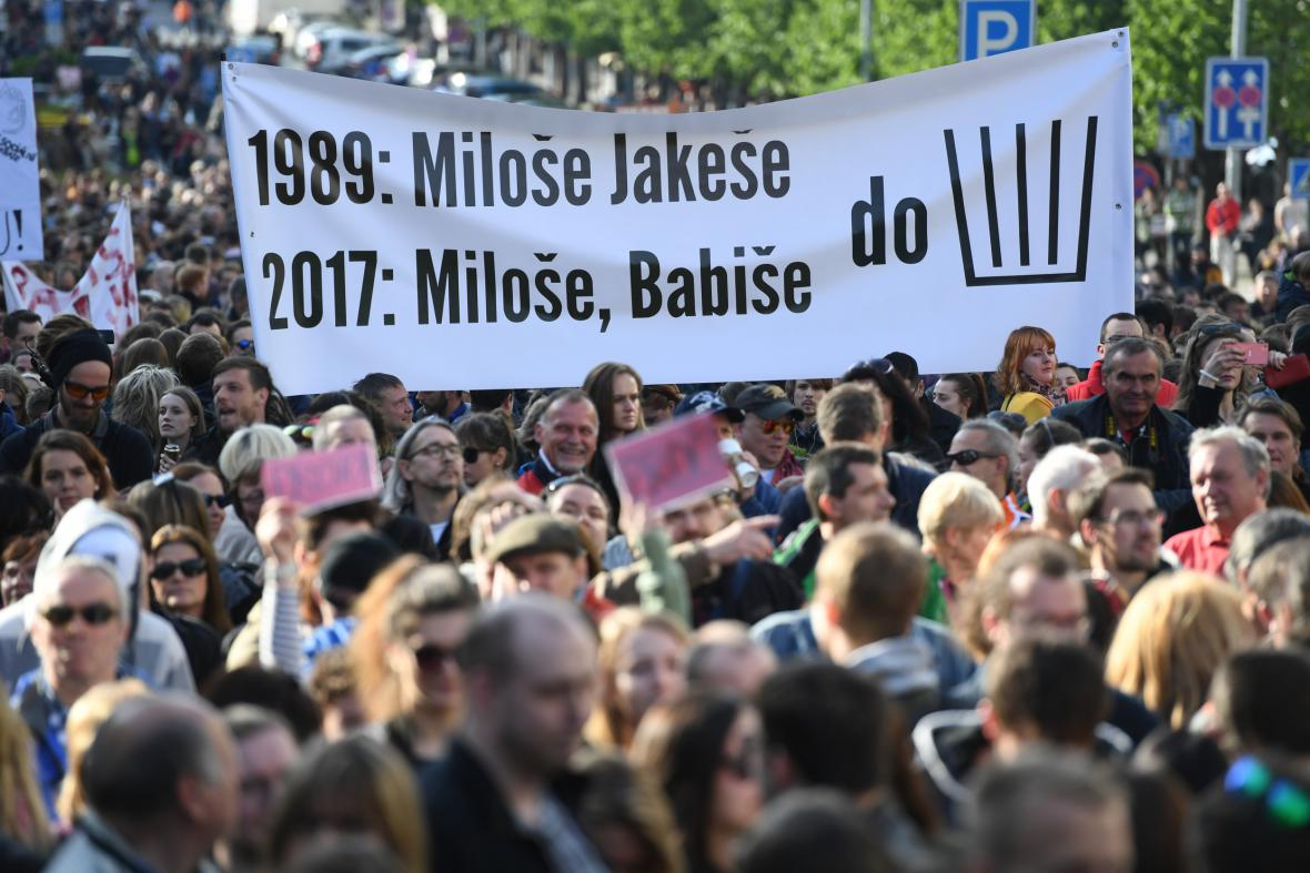 Pražská demonstrace proti Andreji Babišovi a Miloši Zemanovi