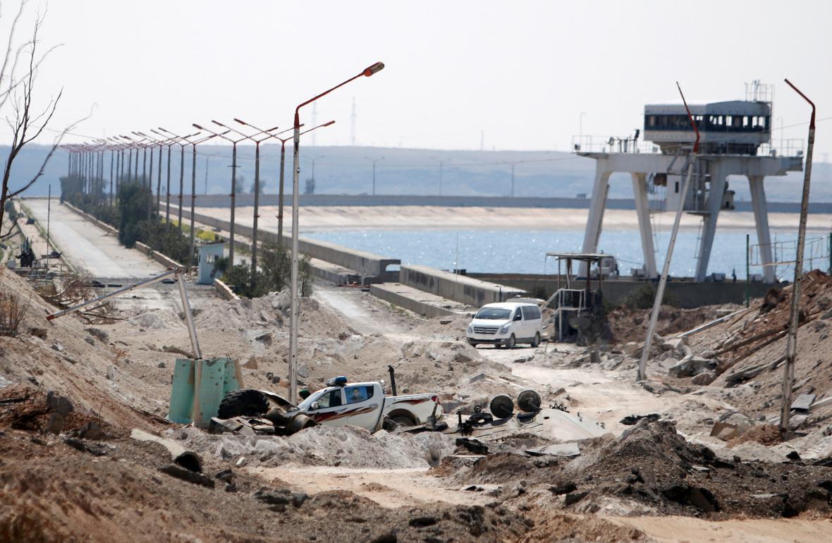 Část přehrady Tabka na řece Eufrat