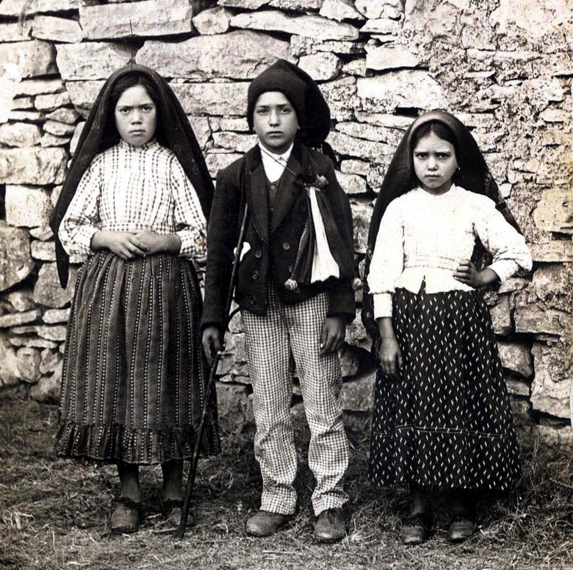 Lucia, Francisco a Jacinta na snímku z roku 1917