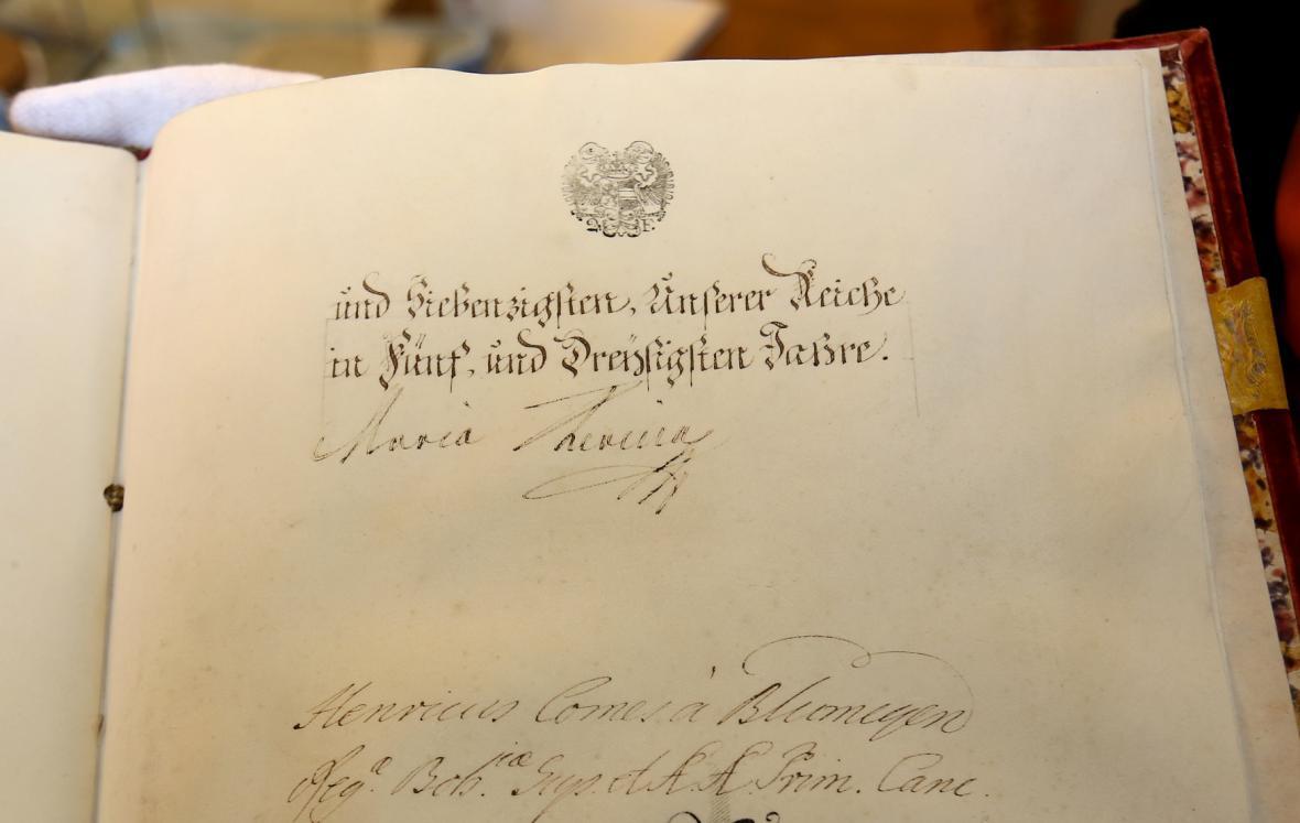 Vlastnoruční podpis Marie Terezie na výstavě ke 300. výročí narození na zámku Kunín na Novojičínsku