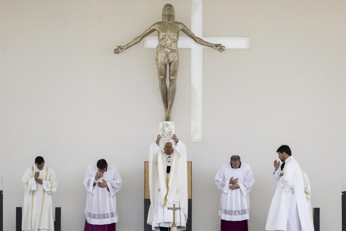 Papež František celebruje mši v portugalské Fátimě