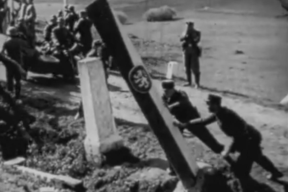 Kácení hraničních sloupů roku 1938