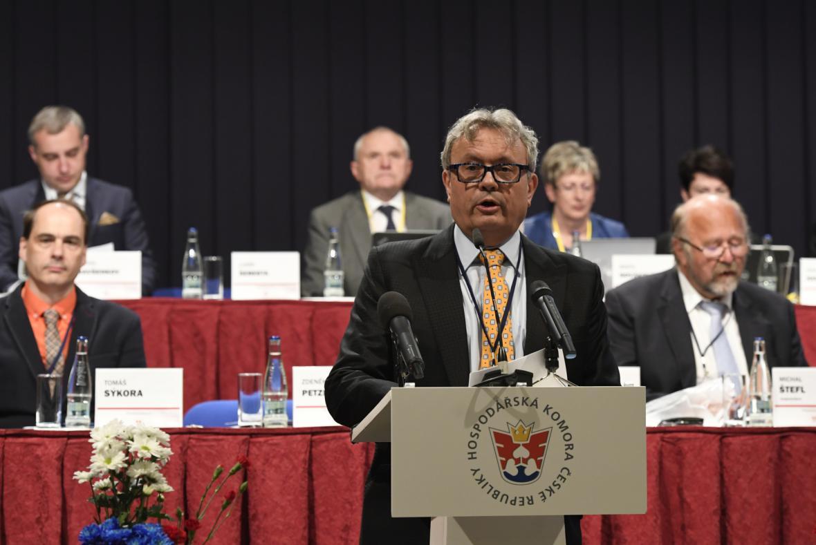 Vladimír Dlouhý byl znovu zvolen prezidentem Hospodářské komory ČR.