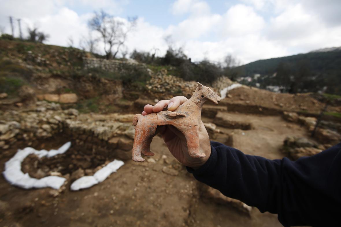 Figurka koně z vykopávek na předměstí Jeruzaléma