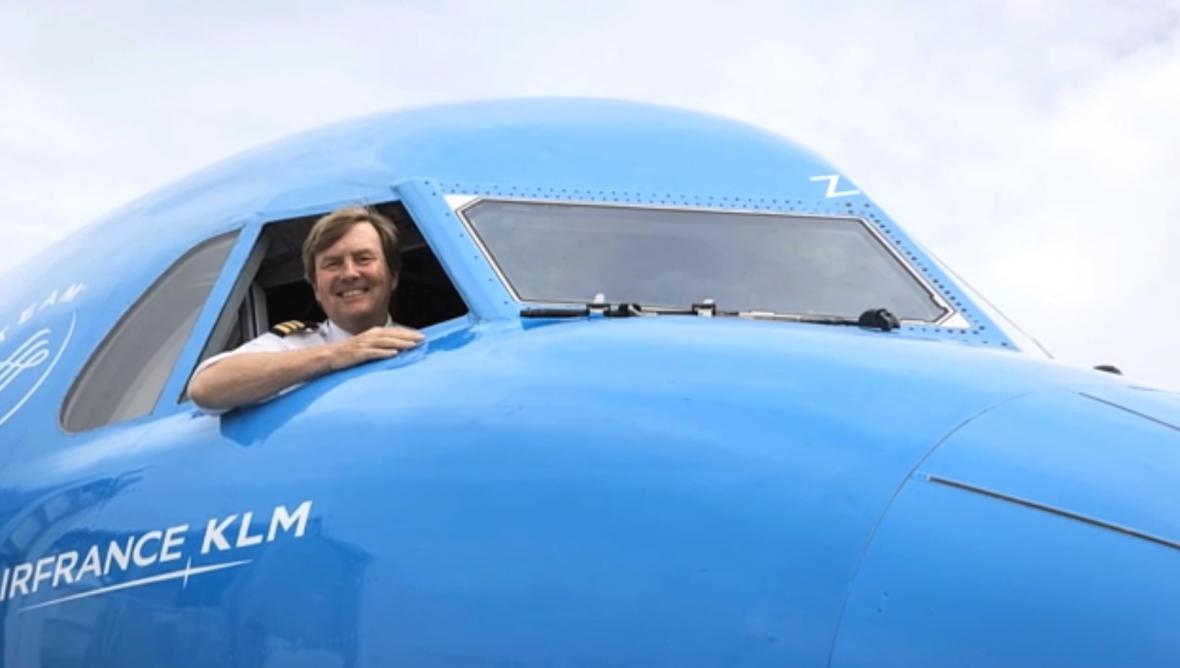 Willem-Alexander v kokpitu letadla KLM