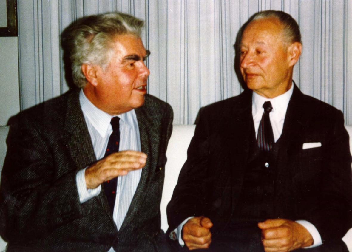 Jiří Pelikán (vlevo) a Alexander Dubček