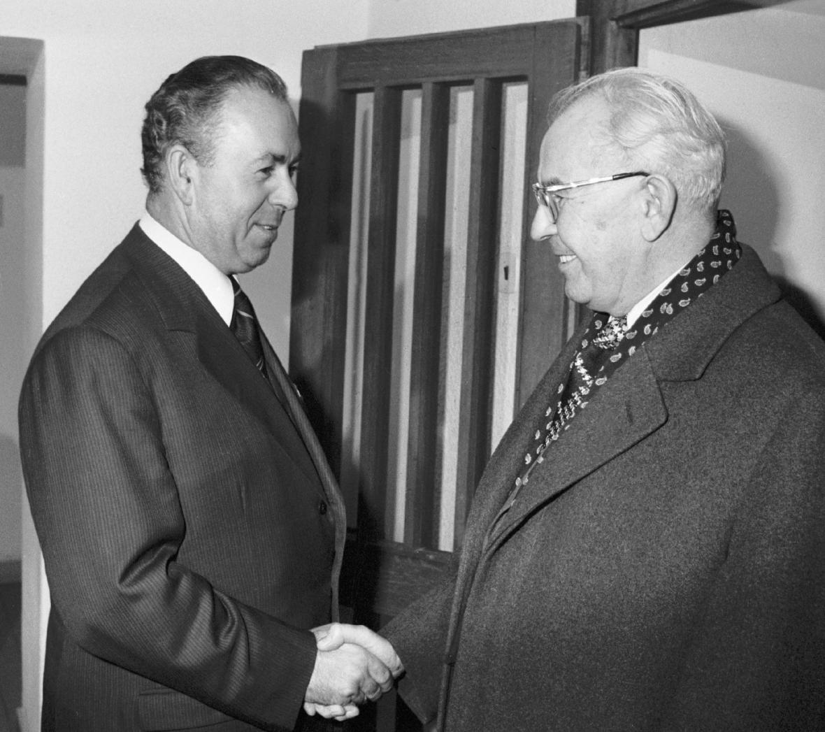 Jaromír Obzina (vlevo) s prezidentem Gustávem Husákem