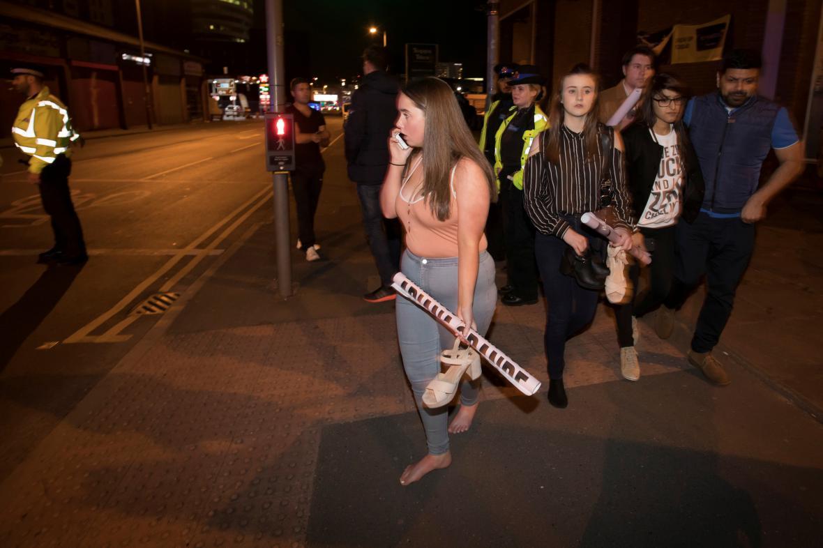 Návštěvníci koncertu v Manchesteru, kde došlo k výbuchu
