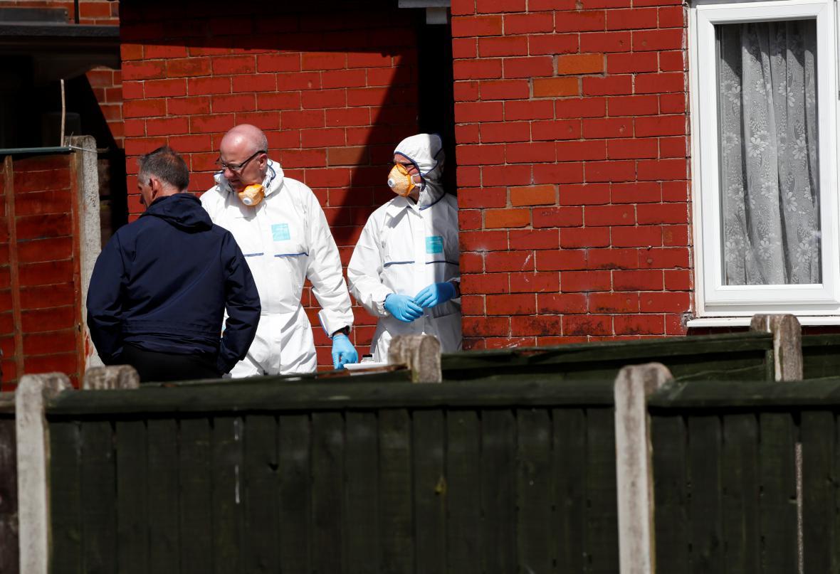 Policie při prohlídce domu Salmana Abediho