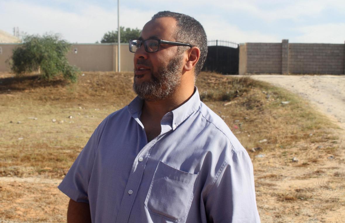 Ramadan Abedi hovoří s médii krátce před zadržením policií
