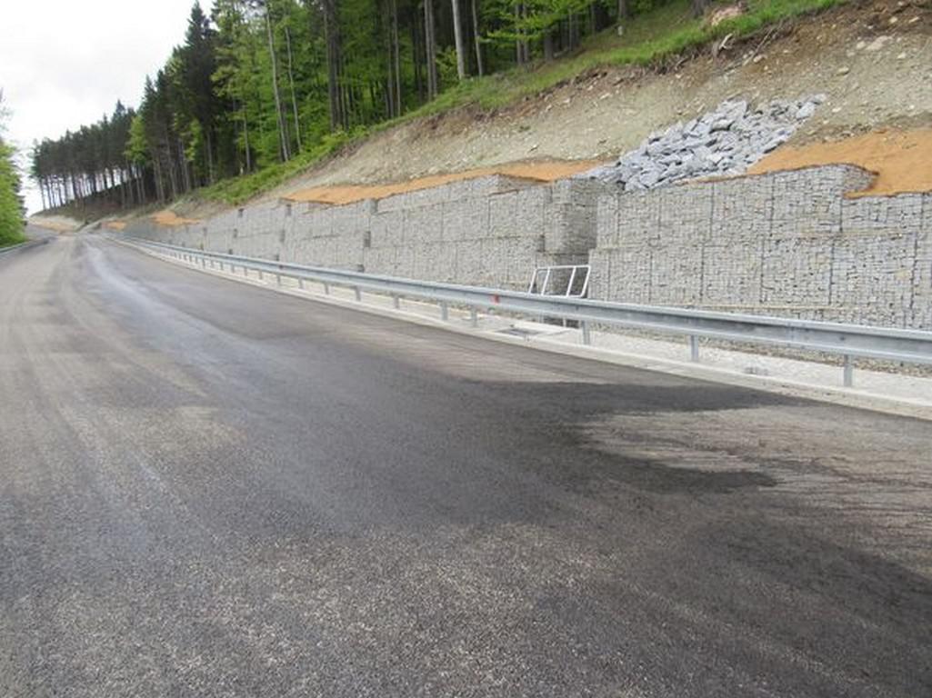Poškozená silnice na Červenohorském sedle