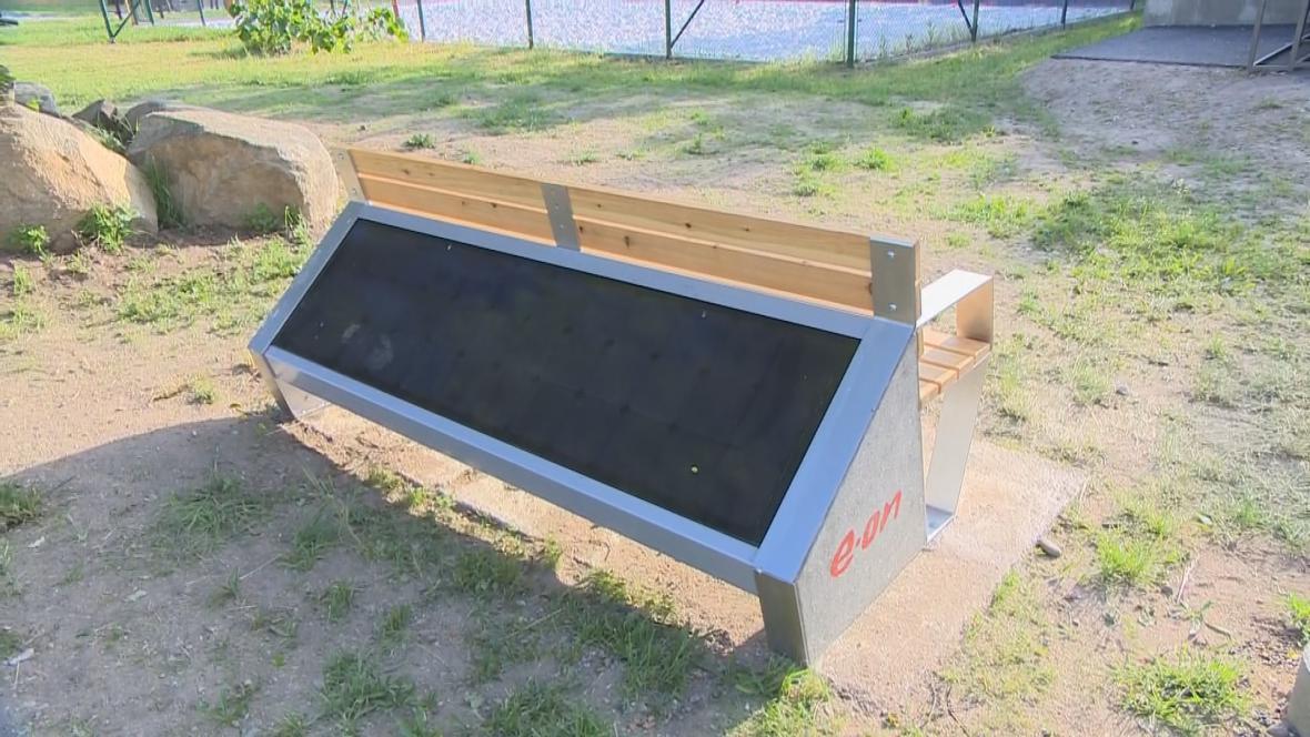 Výsledek obrázku pro solární lavička