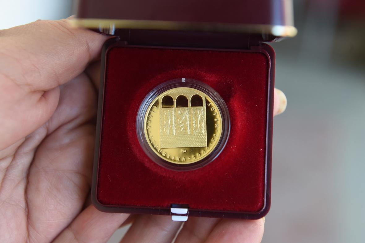 Zlatá mince, motiv hradu Bouzov, cyklus Hrady České republiky