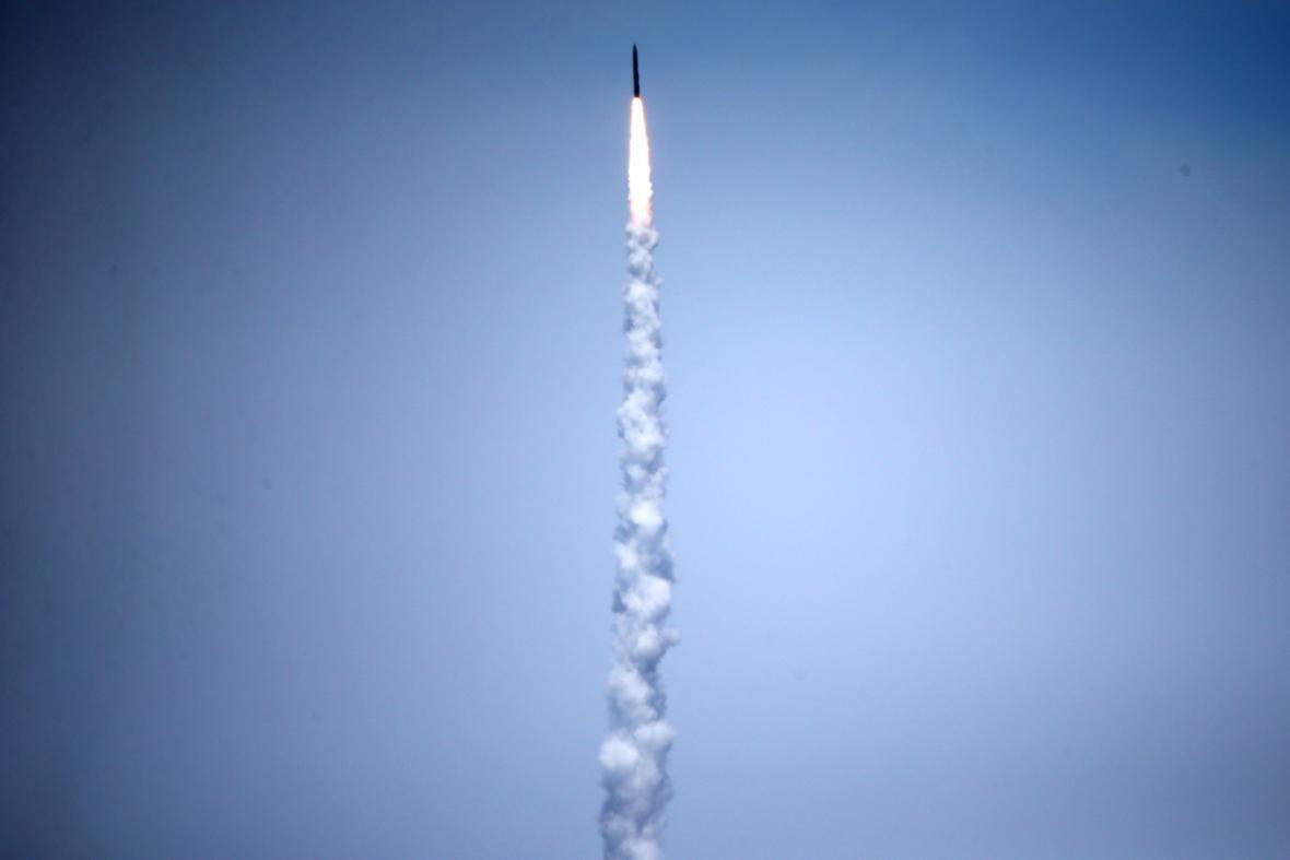 Střela vypálená ze základny v Kalifornii zneškodnila mezikontinentální raketu